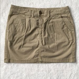 H&M Beige Mini Skirt with Pockets Size: 6